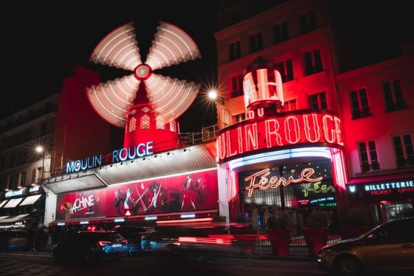 Picture of the front of the Moulin Rouge in Paris