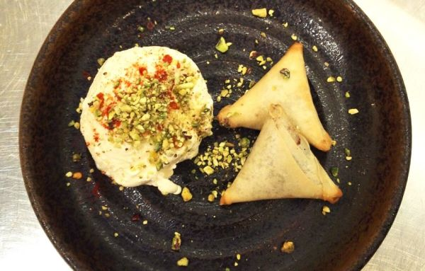 Looking for amazing Gujarati vegetarian curries? Sakonis is the place to try.